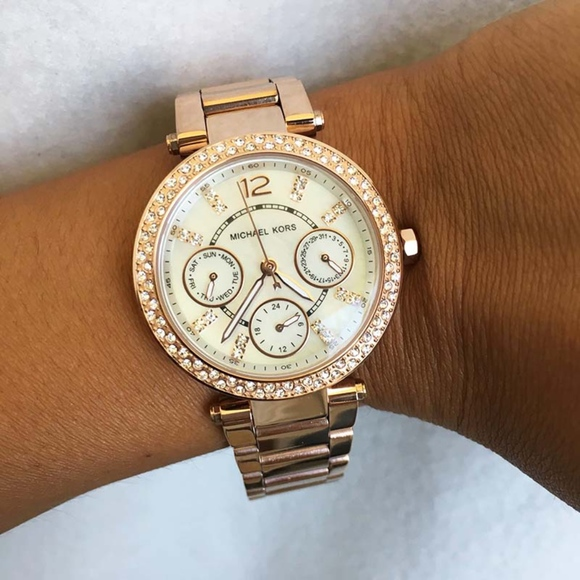22040d566fdc New   Authentic Michael Kors Women s Watch MK5616